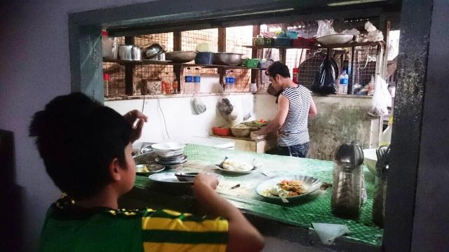 ミャンマー 旅 食堂