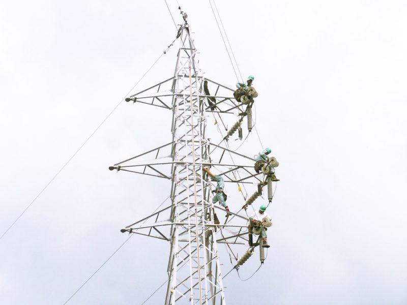 送電線建設工事 架線工事 架線電工 ラインマン
