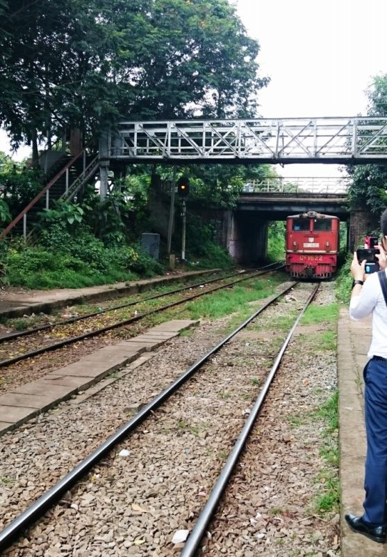 ミャンマー 視察 鉄道 線路 電車 ヤンゴン