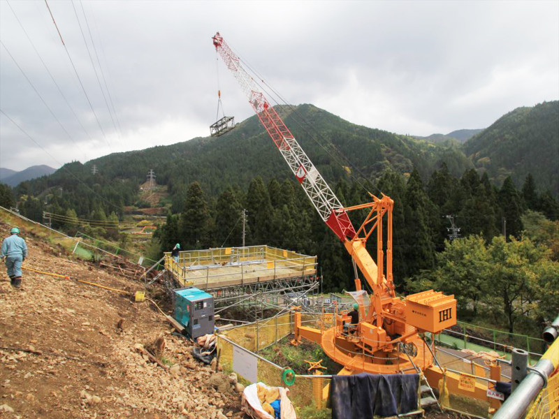 タワークレーン 解体作業 鉄塔建設現場 岐阜県関市板取 鉄塔組立工事