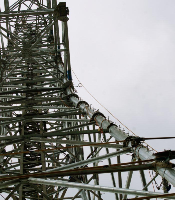 送電鉄塔組立工事